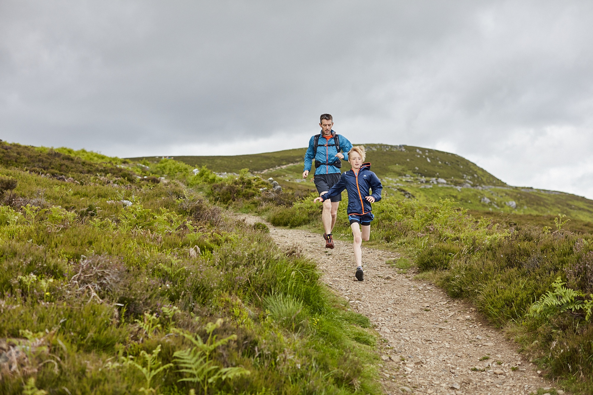 Photo of two runners in Northumberland National Park